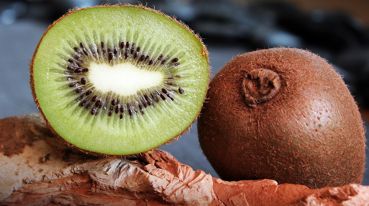 kiwi, skin health, superfoods, antioxidants